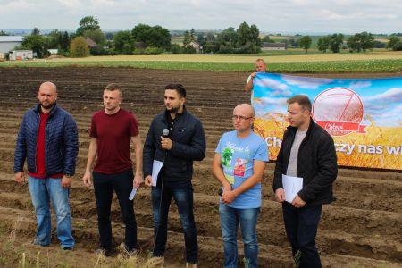 Poseł Norbert Kaczmarczyk (Kukiz'15) zorganizował konferencję prasową, aby… ogłosić suszę rolniczą!