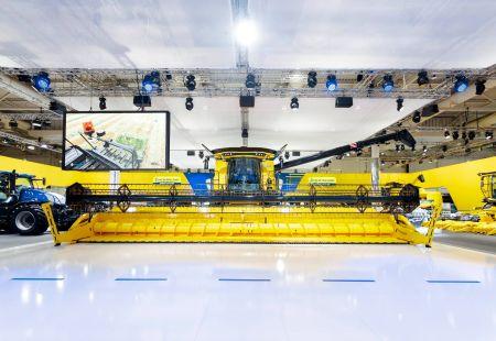 Srebrny medal i blisko 30 modeli maszyn  New Holland na Targach AGRITECHNICA w Hanowerze
