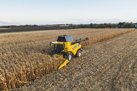 Zbiór kukurydzy kombajnem CR 9.90 Revelation Marka New Holland zaprosiła na pokazy terenowe