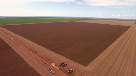 New Holland Agriculture ustanawia kombajnem CR8.90 rekord świata przy zbiorze soi w ciągu ośmiu godzin