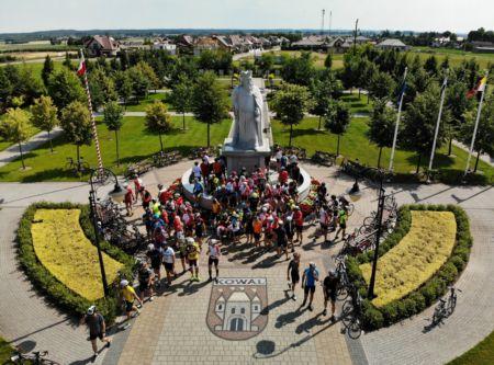 Cykliści na kujawskim szlaku Kazimierza III Wielkiego