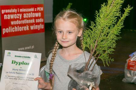 Fot  Marta Wilińska z SP nr 22 nagrodzona podczas finału XV edycji akcji za największą liczbę zebranych butelek