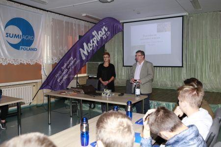 Fot  Joanna Klepacz Baniak prowadzaca zajecia i Marek Niedbala dyrektor ZSCKR w Sandomierzu