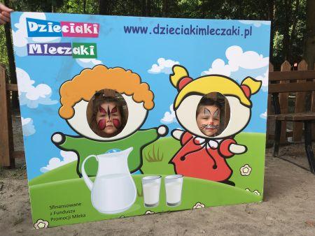 Dziecięcy Mleczny Piknik Pełen iluzji