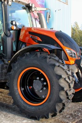 Nokian Concept Tyre and Valtra N174 int