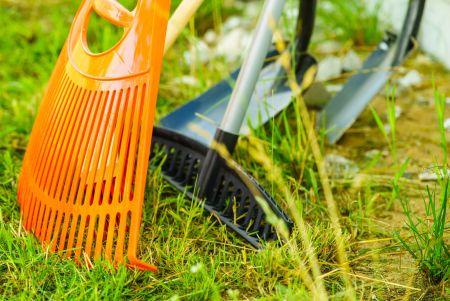 Ogrodnik gotowy na wszystko – jak przygotować narzędzia przed sezonem?