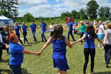 Bezpieczna zabawa i nauka w Białutach. Otwarto nowy plac zabaw dla dzieci