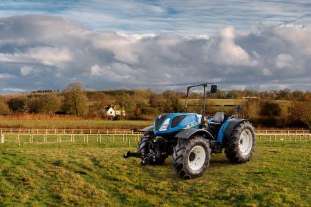 New Holland Agriculture wypuszcza na targach SIMA 2017 niskoplatformowe ciągniki Tier 4A T4