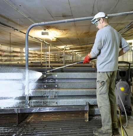 Rozwiązania firmy Kärcher dedykowane utrzymaniu czystości  w rolnictwie