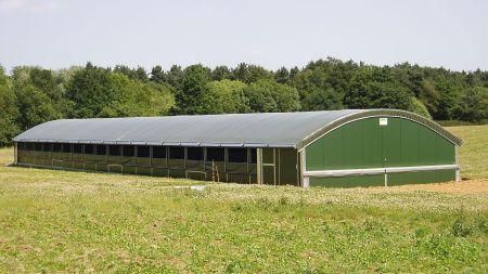 Hale rolnicze czy murowane budynki gospodarcze