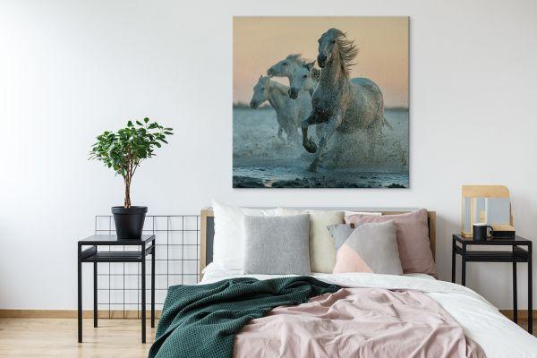Obrazy z końmi – dekoracja osadzona w polskiej tradycji