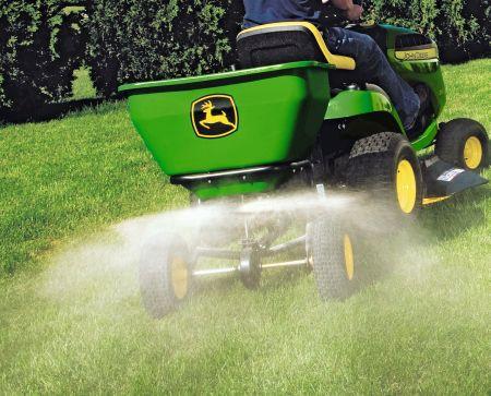 Trawnik podczas wiosennych upałów. 5 zasad pielęgnacji